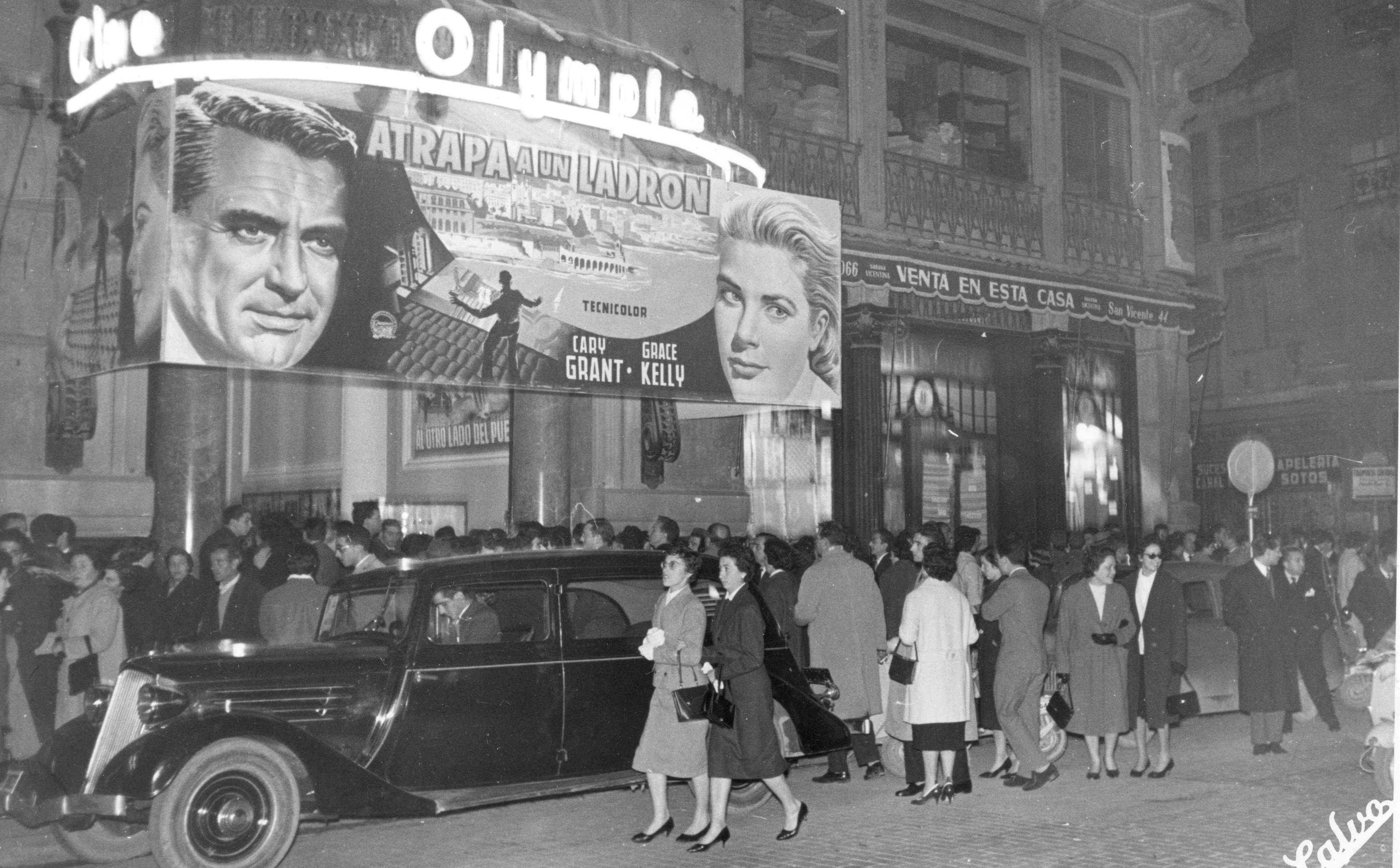 Antonio Calvo / Fachada y cartel publicitario del cine Olympia, 1951