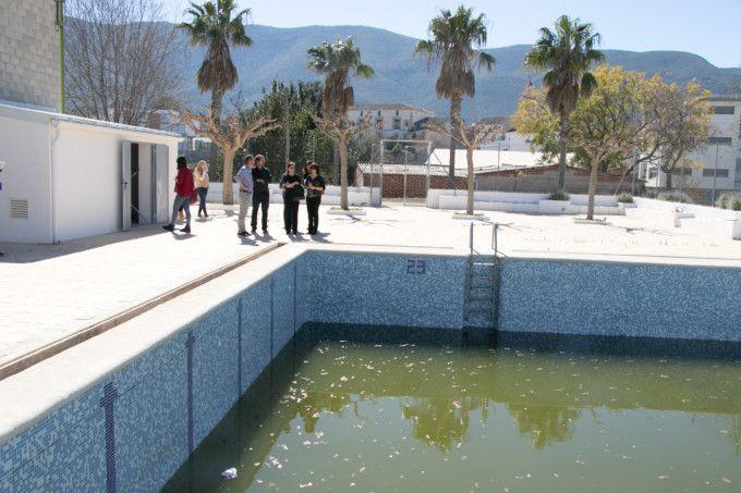 Otos mantendr abierta la piscina municipal for Piscina alfafar