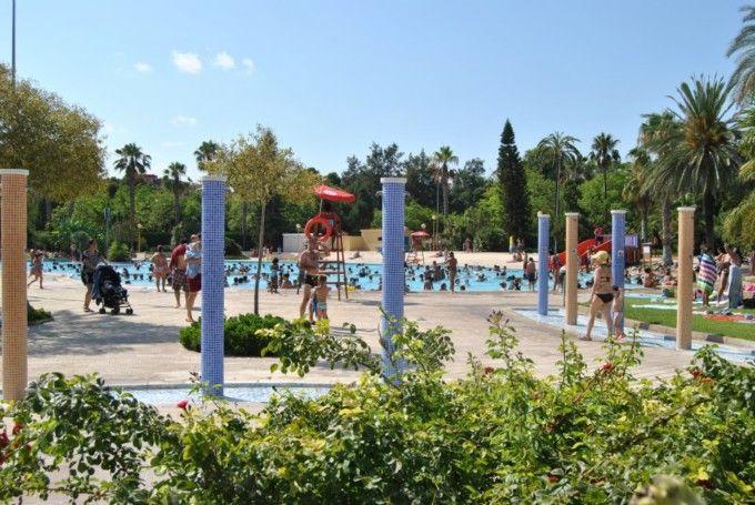 Disfruta del verano en las piscinas municipales de valencia for Piscina municipal manises