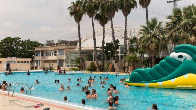 Gran asistencia de p blico a la piscina municipal for Piscina alfafar
