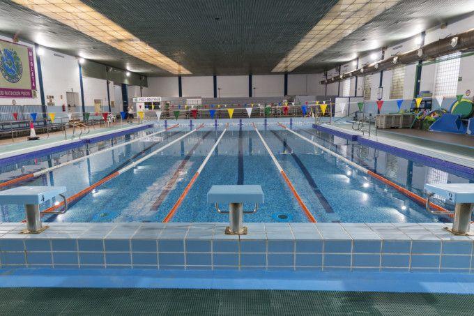 Los usuarios de la piscina de mislata inician temporada estrenando vestuarios y un nuevo techo - Techo piscina cubierta ...