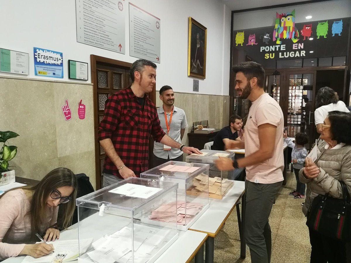 Fran Ferri votando