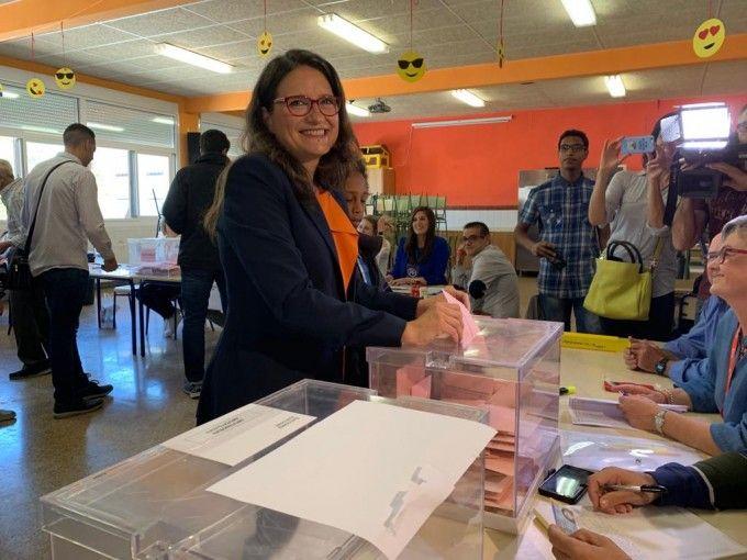 Monica Oltra votando 2019