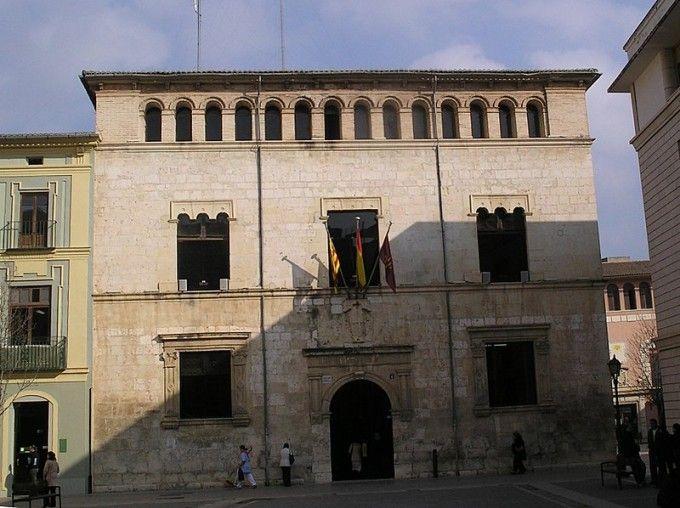 800px-Fachada_del_Ayuntamiento_de_Alzira,_Valencia,_España