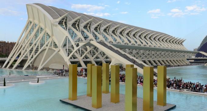 La Ciutat dels Arts i les Ciències acull la instal·lació de l'artista alemany Heinz Mack formada per nou columnes simètriques de més de set metres d'alçària
