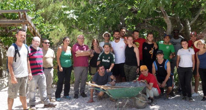L'IVAJ i l'Ajuntament d'Ibi afavoreixen el voluntariat mediambiental en el Paratge Natural Torretes