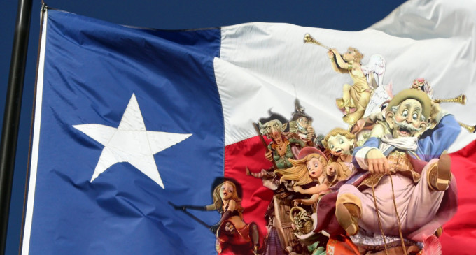 Les Falles arriben a Texas
