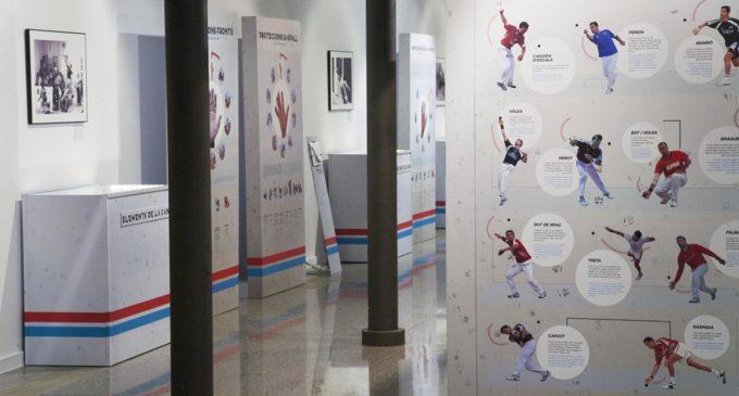 La pilota valenciana viatja a Bocairent amb l'exposició «Faixa roja, faixa blava»