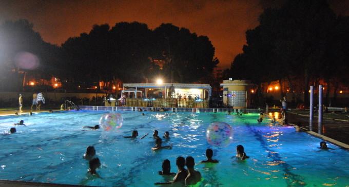 La piscina del Parc de l'Oest refresca les nits d'estiu