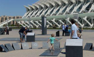 L'exposició de lliure accés 'el Jardín de Astronomía del Umbracle' acosta al públic els principis bàsics d'esta disciplina