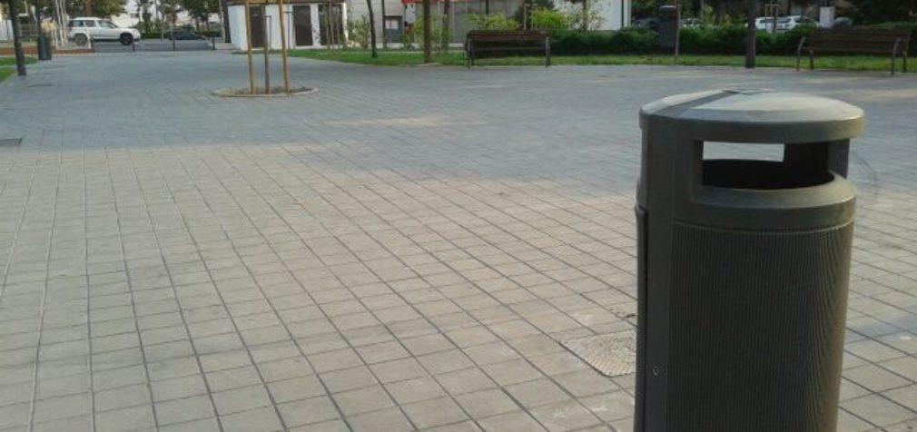 El Ayuntamiento instala nuevas papeleras en el entorno de la Avenida de Juan XXIII y Ronda Norte