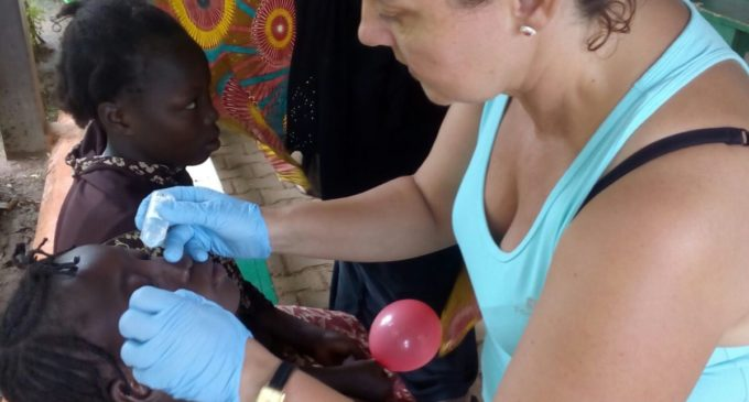 Una auxiliar d'infermeria de l'Hospital La Plana acosta la seua experiència a un centre clínic de Burkina Faso