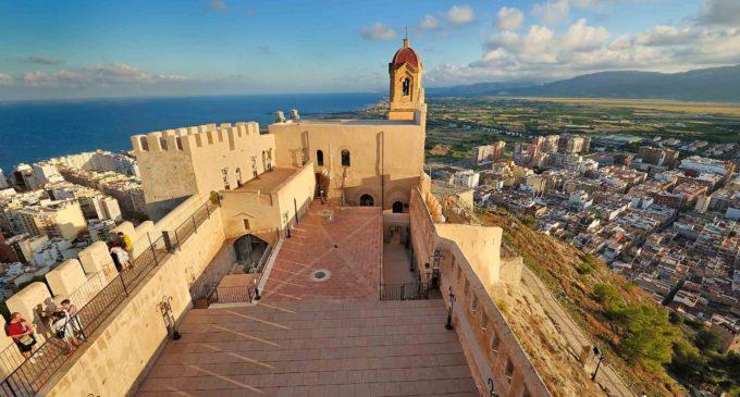 Cullera concentra la seua oferta turística en una guia elaborada per voluntaris i editada per la Diputació