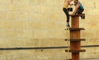 La companyia Maintomano ompli d'humor i acrobàcies l'Off Romà de Sagunt a Escena