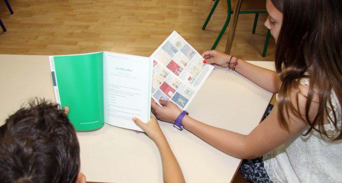 Un pacient pediàtric de l'Hospital La Fe col·labora en el llibre de relats 'En el meu vers sóc lliure'