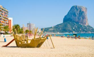 Més de 2000 veïns participen en activitats esportives en la platja