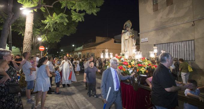 Xirivella celebra la processó de Sant Ramon Nonat en què participen mares amb els seus fills