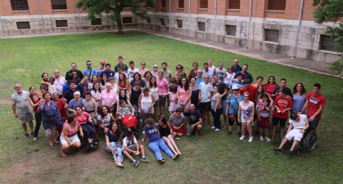 24 persones discapacitades conclouen el seu campament d'estiu en el Seminari de Moncada