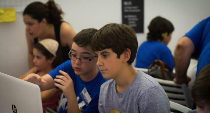 InnDEA i Las Naves organitzen un curs gratuït de programació i robòtica per a joves