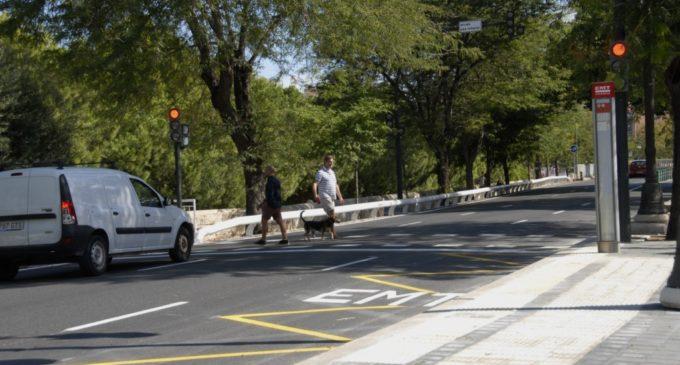 Mobilitat Sostenible millora la seguretat dels vianants en Guillem de Castro amb nous passos de vianants