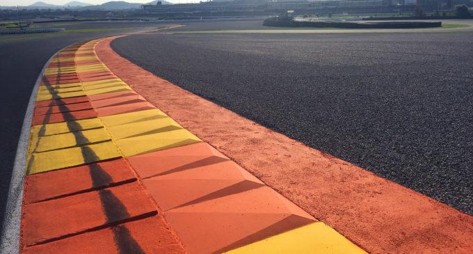 El Circuit decora les seues escapatòries i reasfalta la recta de meta