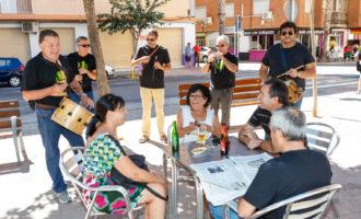 L'Avinguda de la Pau celebra les seues festes amb música, gastronomia i disfresses