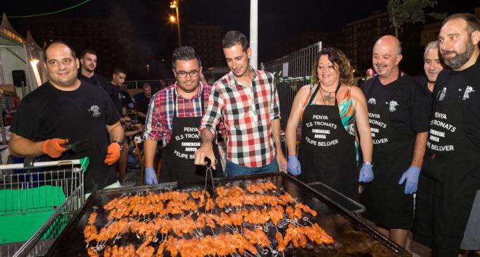 Els Tronats de Mislata cuinen més de 6.000 rostes per al públic de la fira de festes