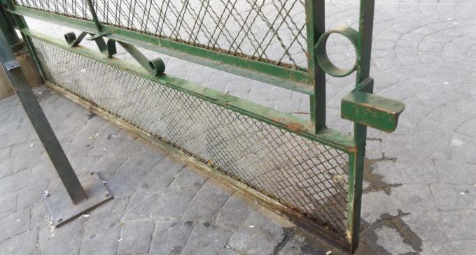 L'Ajuntament repara la tanca del complex municipal d'Abastos