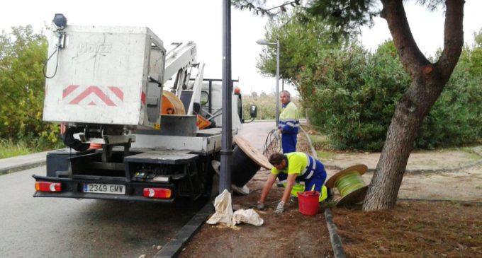 L'Ajuntament enceta els treballs per a reposar el cable de coure furtat a l'enllumenat de La Punta
