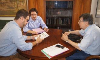 L'Àrea de Cooperació rep un catàleg dels castells valencians