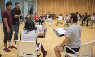 Nacho Fresneda imparteix un taller de prosa als artistes del Centre Plácido Domingo
