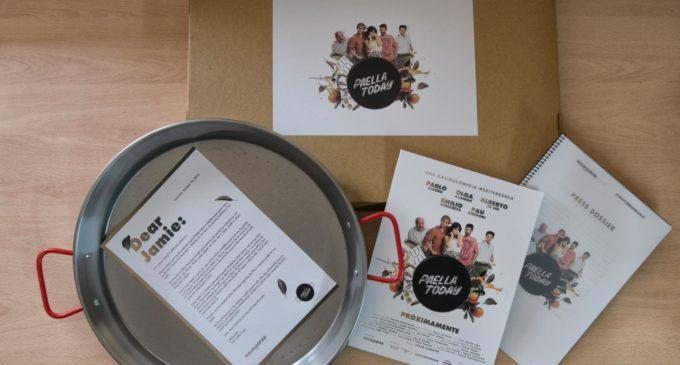 Extra Cinema: L'equip de la pel·lícula Paella Today! desafia al xef britànic Jamie Oliver a unir-se al rodatge