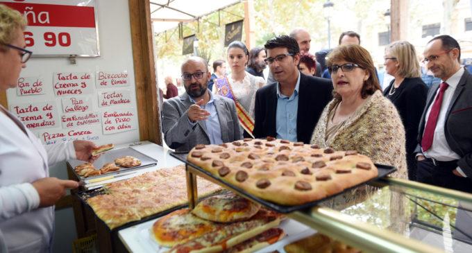 Jorge Rodríguez destaca el potencial turístic de les comarques d'interior en la Fira Gastronòmica d'Utiel