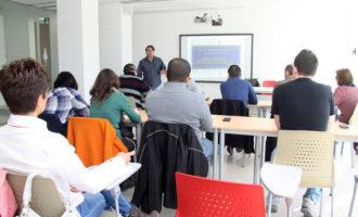 """Mislata ofereix als veïns aturats un programa de """"mentoring"""" amb un índex d'inserció laboral del 60%"""