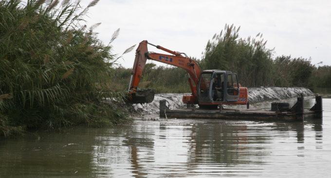 L'Ajuntament draga els canals i sèquies principals del llac de l'Albufera