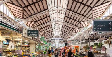 Sus Majestades los Reyes de España visitan el Mercado Central