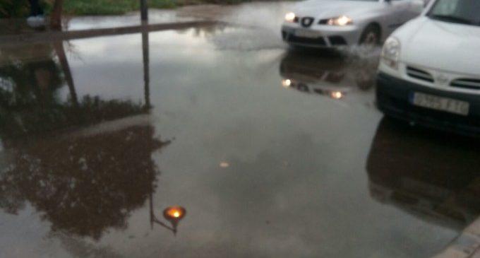 Els veïns de Natzaret responsabilitzen al Port de les inundacions patides