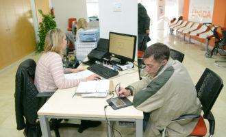 Les noves tauletes tàctils de l'oficina UNICA de Paiporta permetran estalviar uns 35.000 fulls de paper a l'any