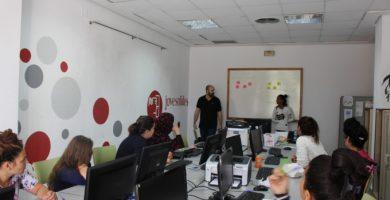 L'Associació Jovesolides treballa per a canviar les realitats socials injustes en el barri de La Coma