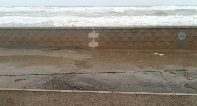 Última Hora: El temporal s'engoleix la platja del Saler