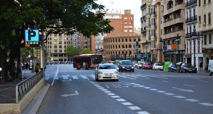 Paradoxa a València: 10.000 vehicles més però transiten 11.800 menys