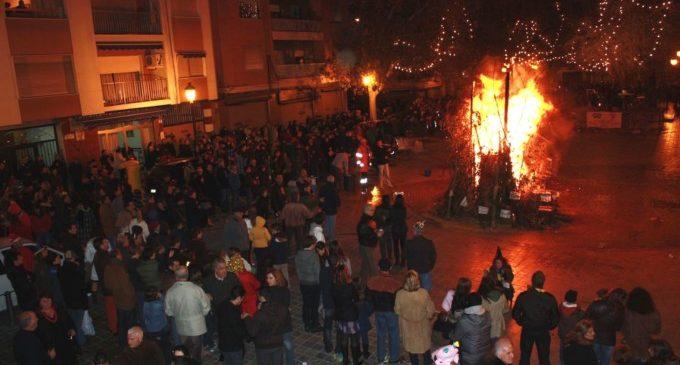 Patraix celebra la 22 edició de la seua festa de Nit de cap d'any amb un castell, música en directe i una torrà popular
