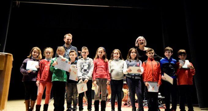 """Els guanyadors del projecte """"Felicidari"""" reben els premis i el calendari de 2017"""