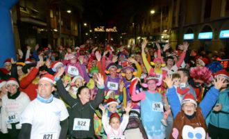 La Sant Silvestre Solidària de Paiporta supera els 500 participants i recull més de mitja tona d'aliments
