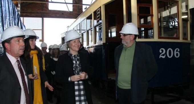 Salvador anuncia que en 2017 es podrà visitar la col·lecció de trens i tramvies històrics que FGV guarda en els antics tallers de Torrent