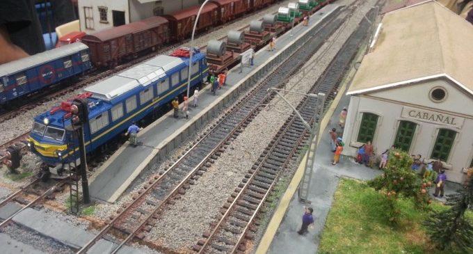 La sala Lametro de Colón expone una maqueta con trenes a escala H0 compuesta por treinta módulos