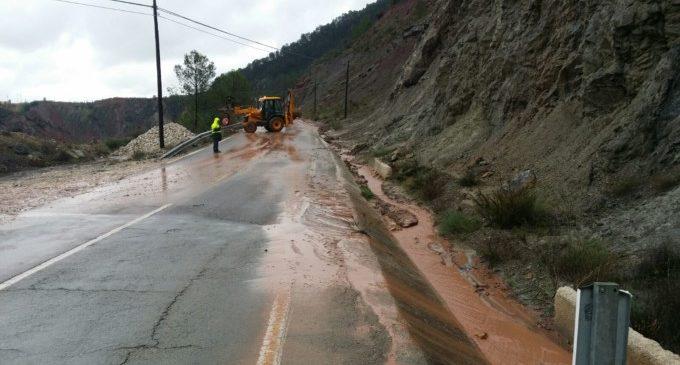 Última Hora: La Diputació retira els enderrocs de la carretera de Cortes de Pallás i la reobrirà quan amaine el temporal