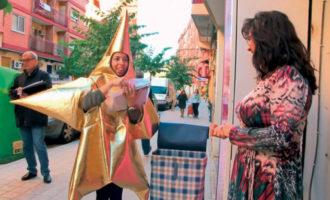 L'estel del Nadal visita les tendes per a animar a la compra en el comerç local durant les festes