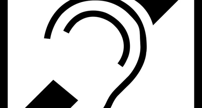 Els centres de servicis socials de València estrenen bucles magnètics per facilitar l'accés als seus servicis a les persones sordes