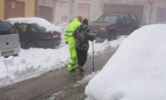 La Diputación despeja de nieve la carretera para permitir el desalojo de los 40 niños y profesores del albergue de Casas del Río
